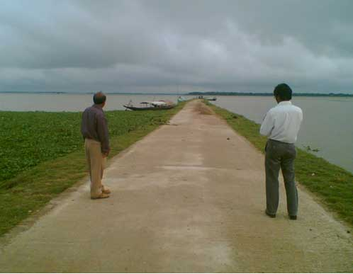 Submergible road in floodplain in Bangladesh (http://www.lged.gov.bd/)