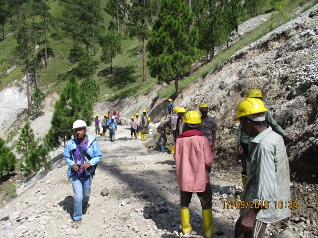 Figure 14.4. Road maintenance group in Nepal with work safety measures