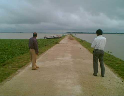 Submergible road in floodplain in Bangladesh (http://www.lged.gov.bd/)
